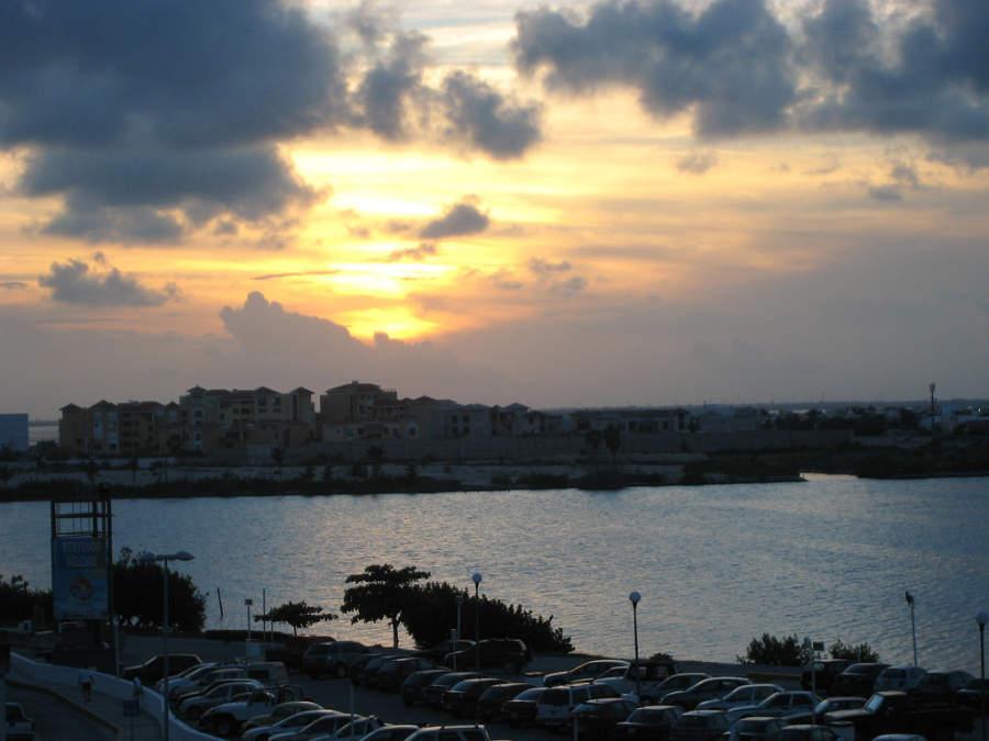 <p>Amanecer en la Zona Hotelera de Cancún</p>