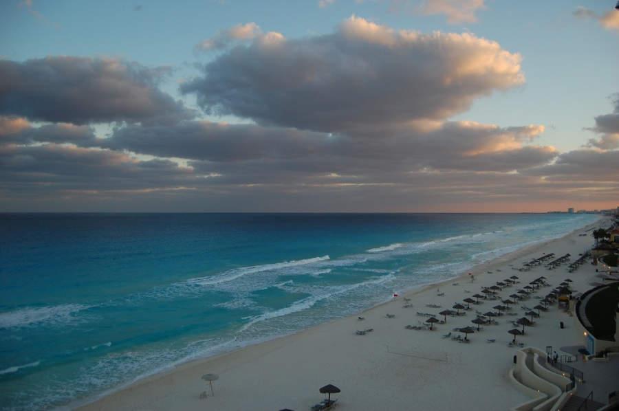 <p>Atardecer en una de las playas de Cancún</p>