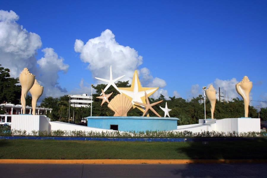 <p>Glorieta del Ceviche en el centro de la ciudad de Cancún</p>