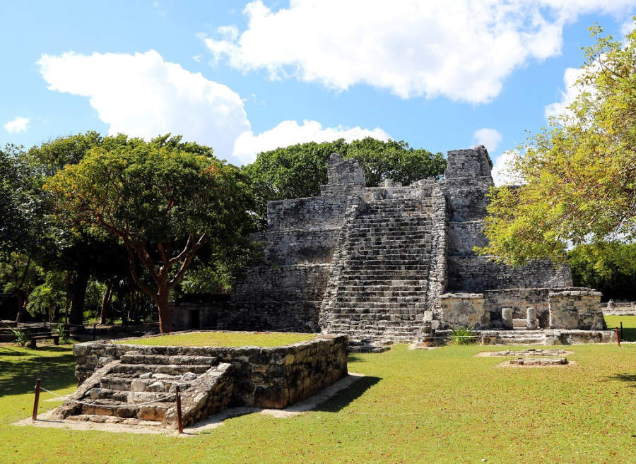 <p>Cancún también cuenta con algunos vestigios arqueológicos</p>