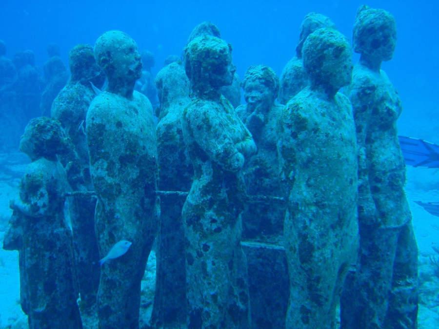 <p>MUSA, museo bajo el mar entre Cancún e Isla Mujeres</p>