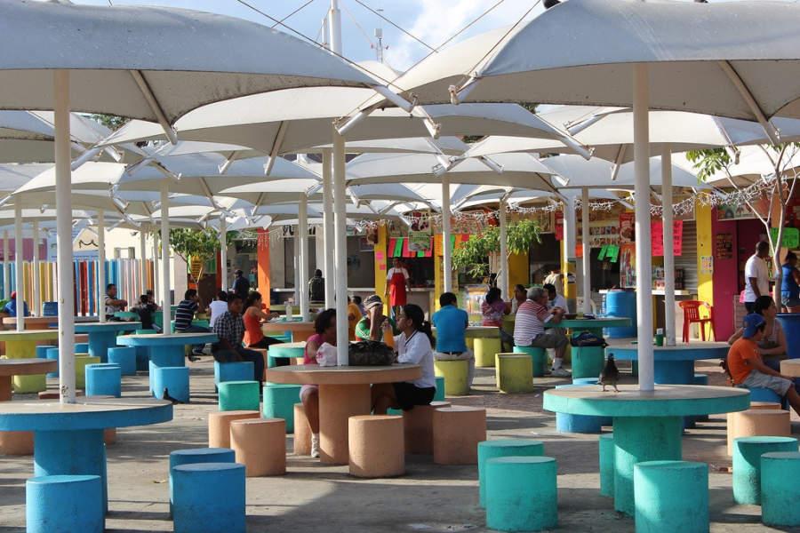 <p>Parque de las Palapas es un punto de reunión en el centro de Cancún</p>