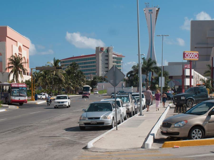 <p>El Bulevar Kukulkán recorre toda la zona hotelera</p>