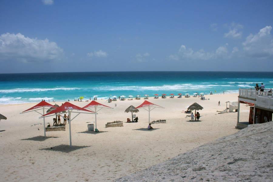 <p>Playa Delfines también es conocida como El Mirador</p>