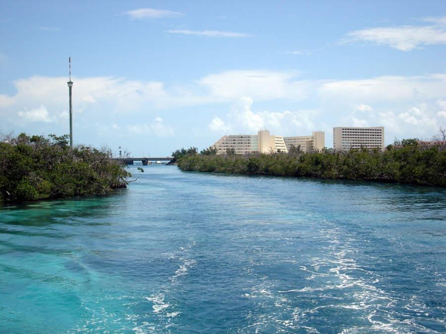 <p>La laguna Nichupté se une con el mar Caribe</p>