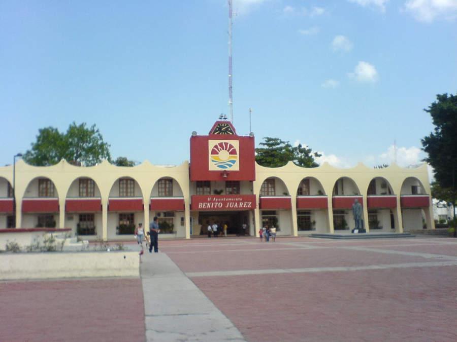 <p>Palacio Municipal de Benito Juárez en el centro de Cancún</p>