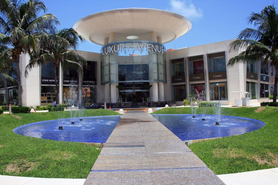 <p>Luxury Avenue en Cancún tiene boutiques de lujo</p>