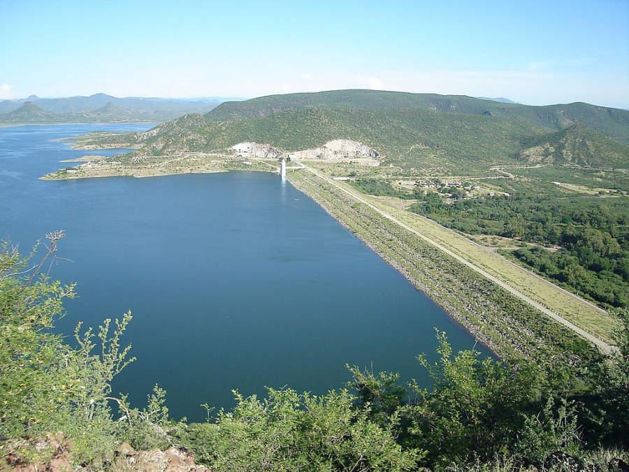 Presa Álvaro Obregón o presa Oviáchic, zona popular de pesca