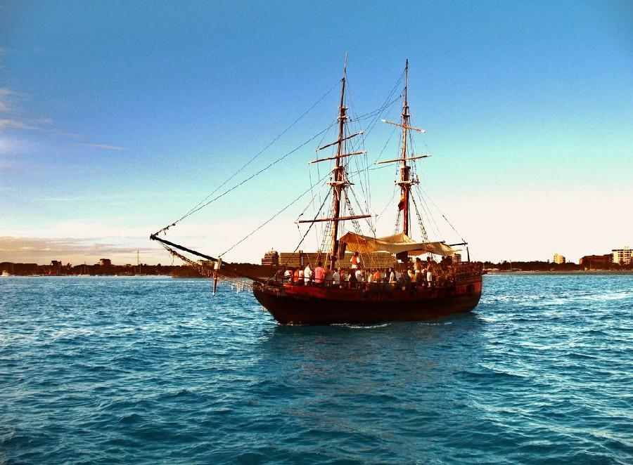 Barco sobre las playas de San Andrés