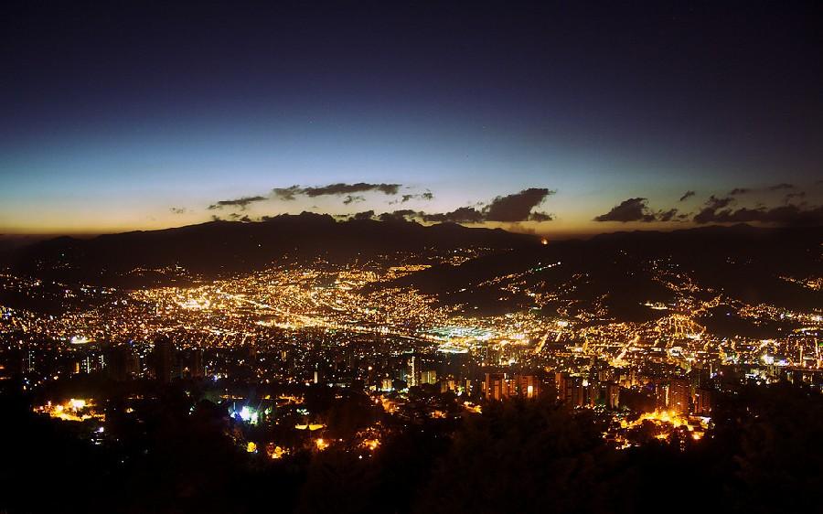 Medellín de noche