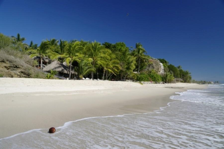 Deserted beach in Riviera Nayarit