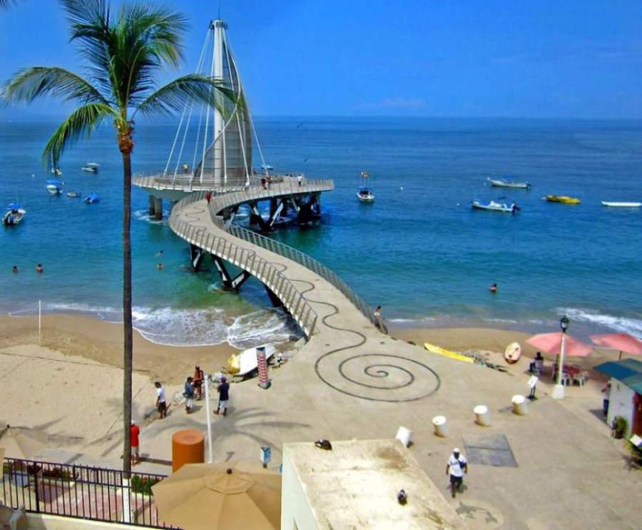 <p>Los Muertos Pier in Puerto Vallarta</p>