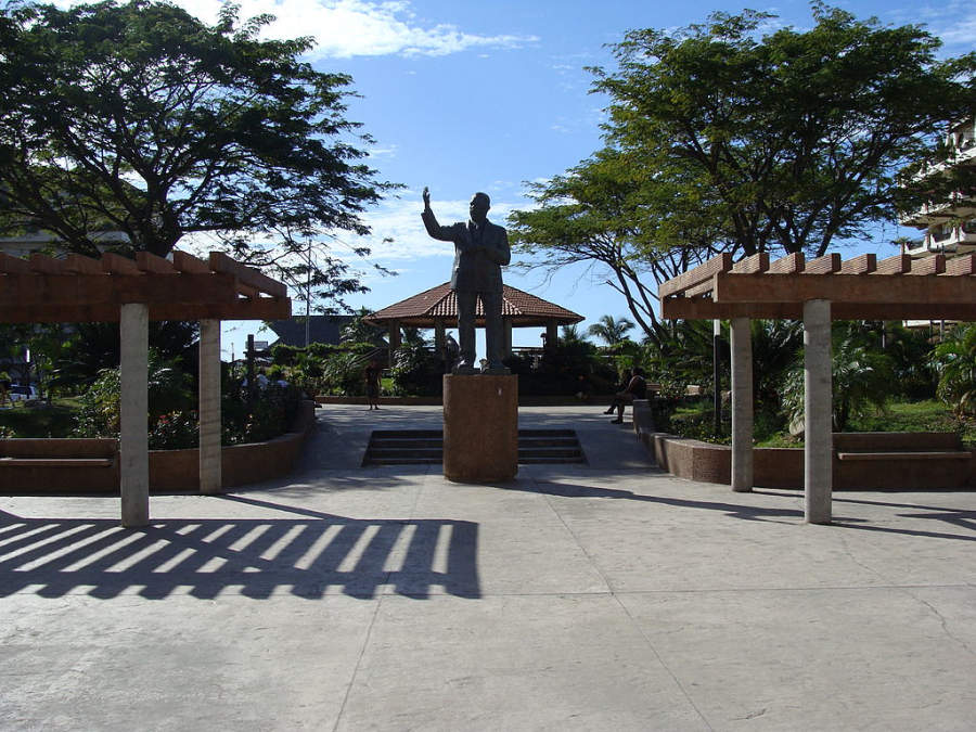 <p>Statue in downtown Puerto Vallarta</p>