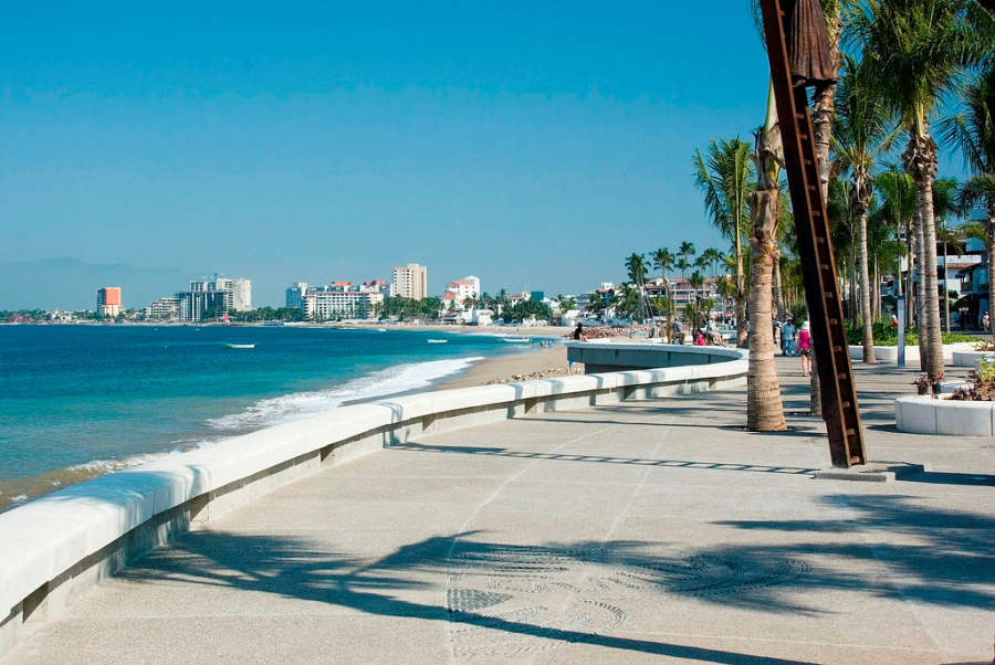 <p>Puerto Vallarta Boardwalk, known as breakwater</p>