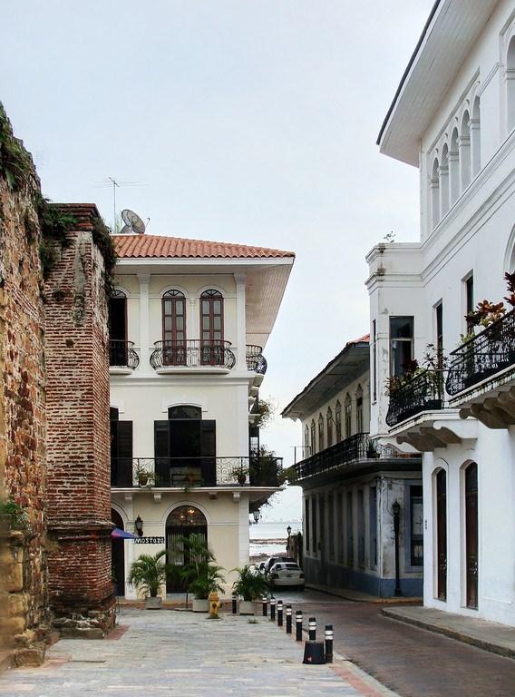 Avenida A, frente al Arco Chato