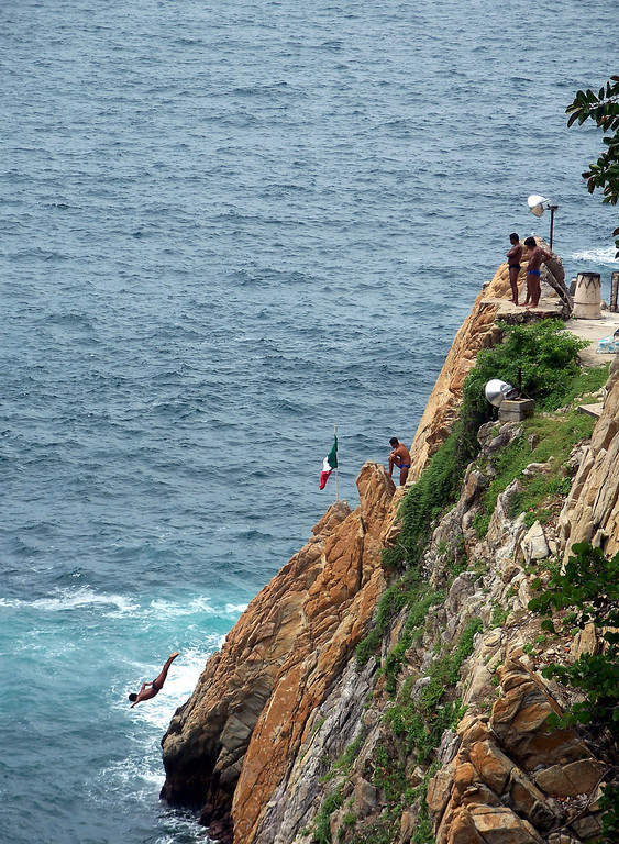 <p>You can appreciate La Quebrada cliff divers from the viewpoint of Acapulco</p>