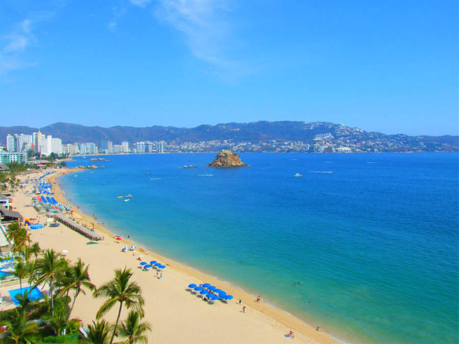 <p>Beach in Acapulco next to Costera</p>