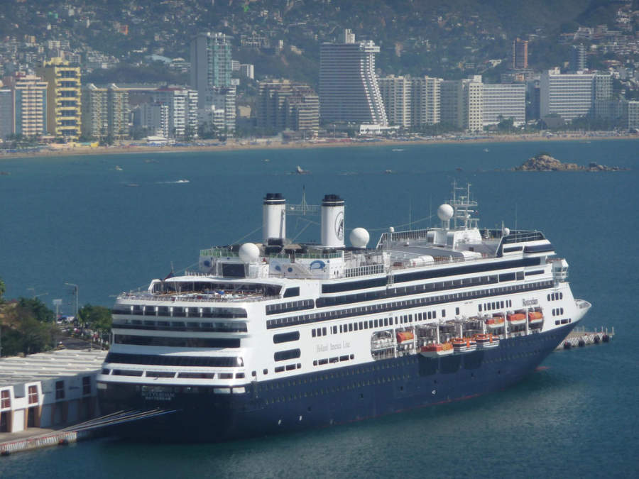 <p>Cruiseship in Acapulco Port</p>