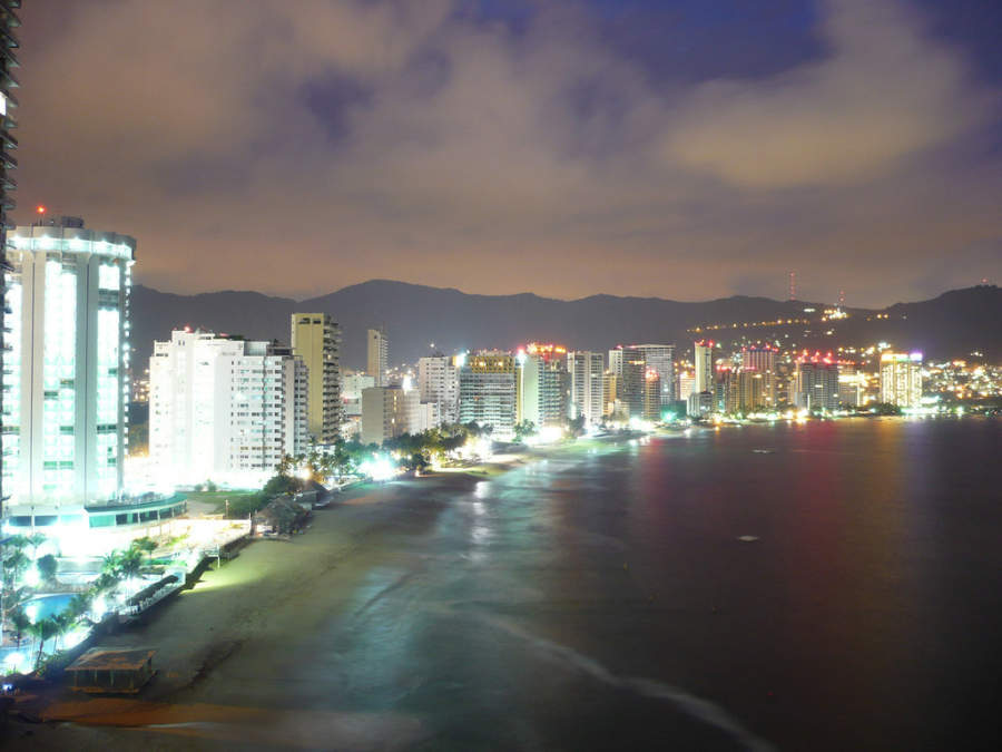 <p>Dusk in the Acapulco Golden Zone</p>