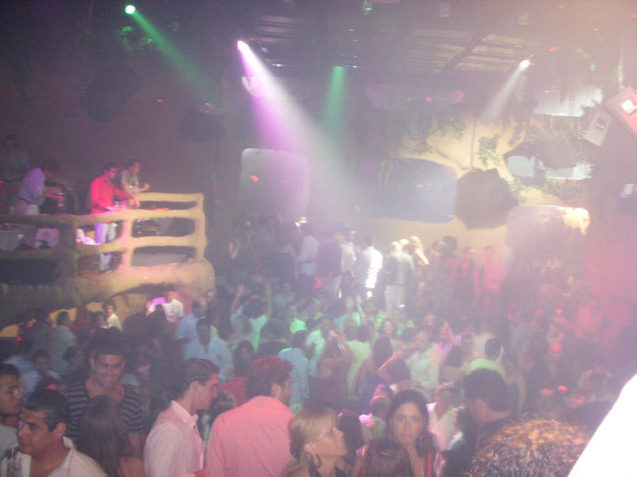 <p>Acapulco is famous for its nightlife</p>