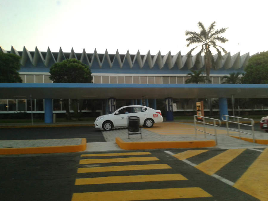 <p>General Juan N Alvarez International Airport (ACA)</p>