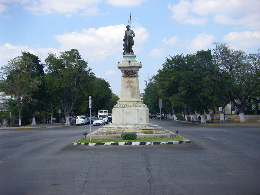 <p>Paseo Montejo and monument to Justo Sierra</p>