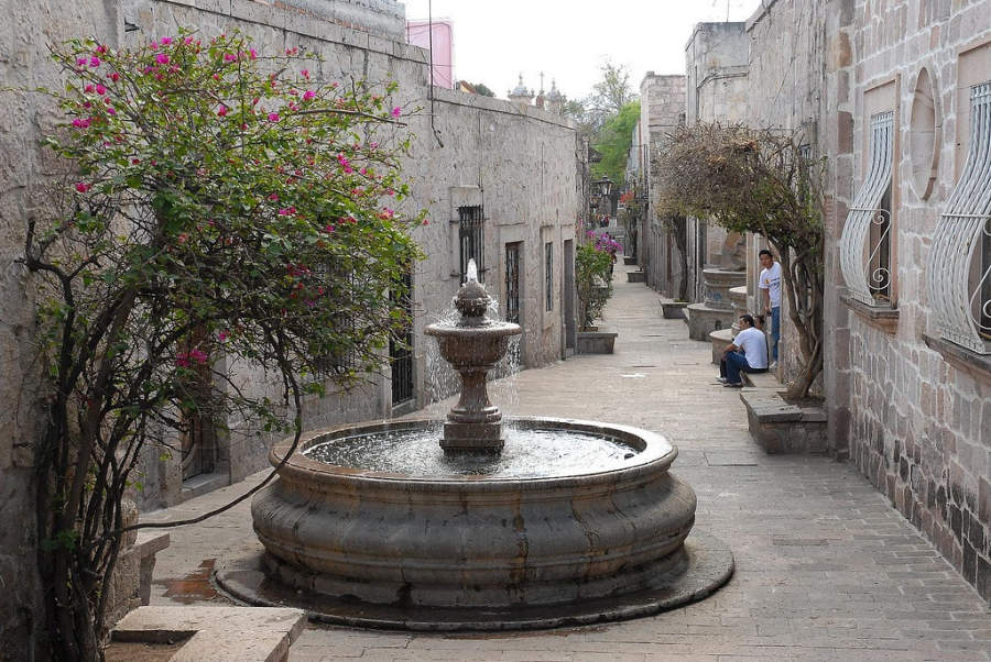 <p>Lovers alley in downtown Morelia</p>