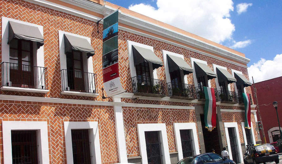 <p>Main facade of the Amparo Museum</p>