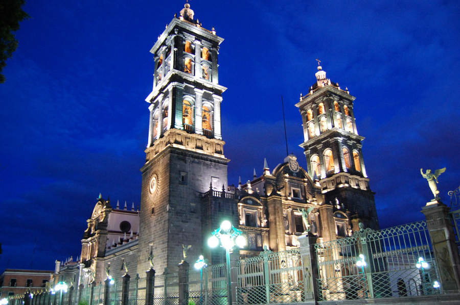 <p>Night view of Puebla Cathedral</p>