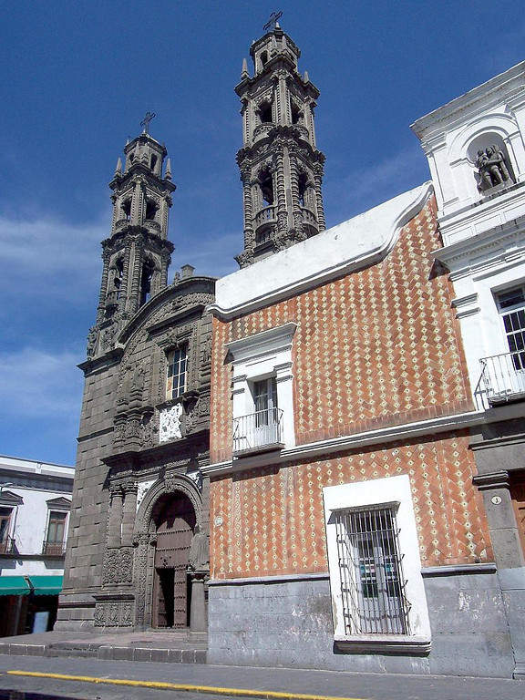 <p>Church of San Cristobal, Puebla de Zaragoza</p>
