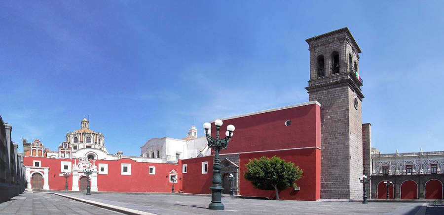 <p>Esplanade and Church of Santo Domingo, city of Puebla</p>