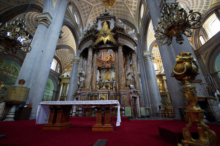 <p>Main altar of Puebla Cathedral</p>
