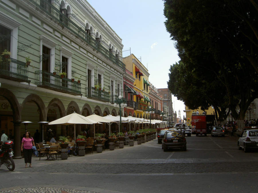 <p>Arches of the historic center of Puebla, with restaurants and bars</p>