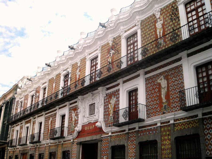 <p>Facade ofMuseo Universitario Casa de los Muñecos, Puebla</p>