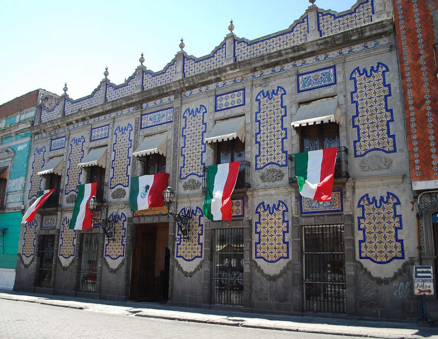 <p>Uriarte Talavera is a Talavera workshop in Puebla</p>