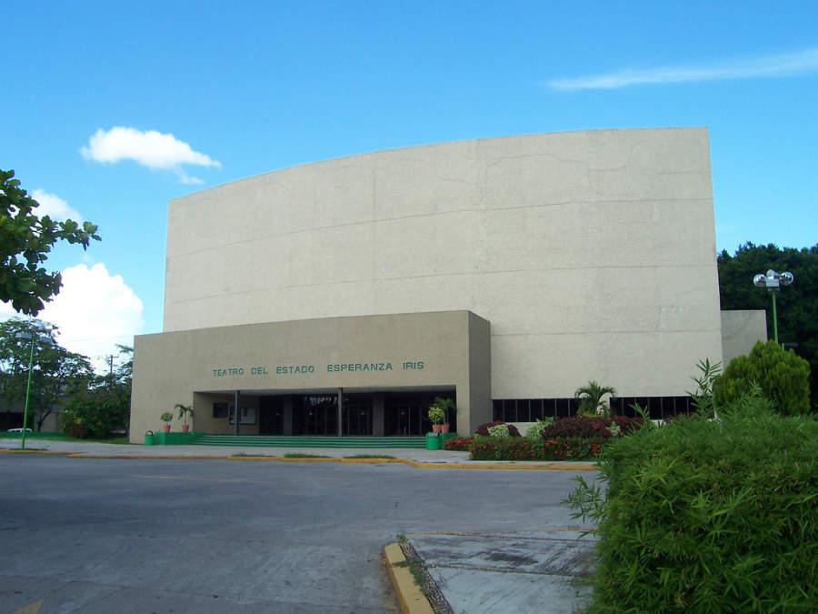 <p>Esperanza Iris State Theater in Villahermosa</p>
