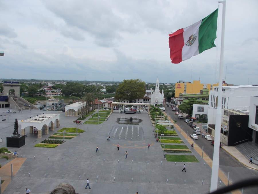 <p>Main square in Villahermosa</p>