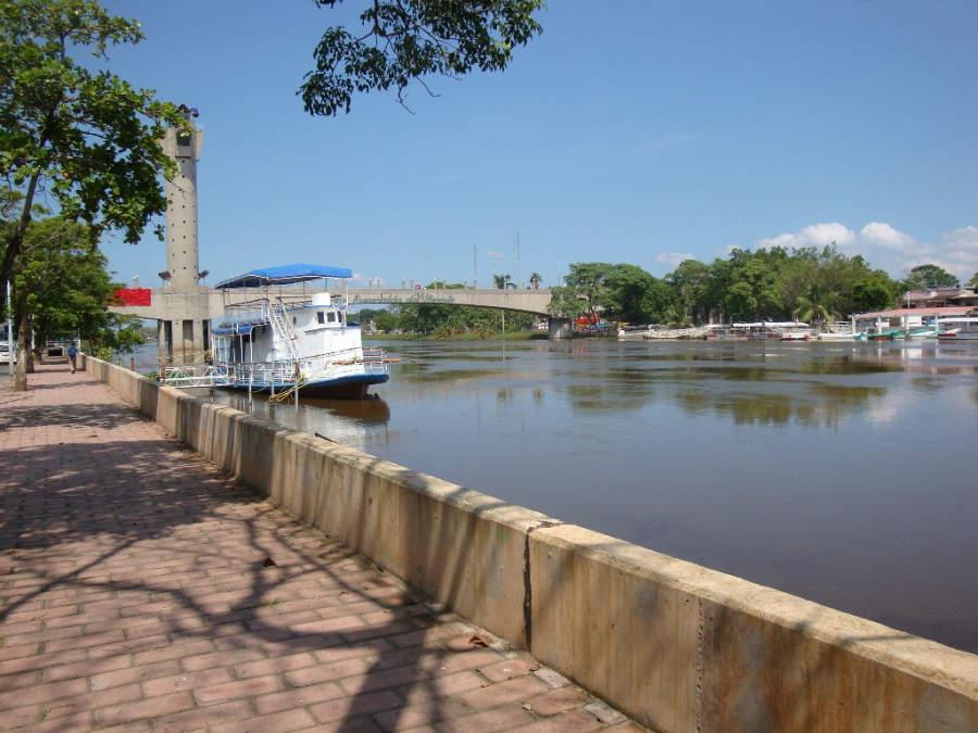 <p>Boardwalk in Villahermosa, overlooking Grijalva River</p>