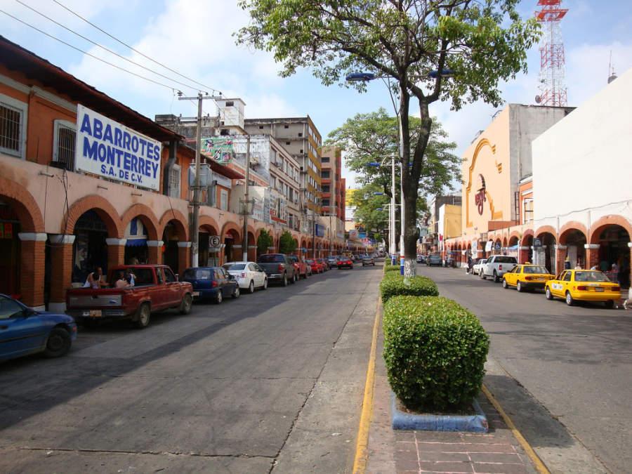<p>Avenue in the historic center of Villahermosa</p>