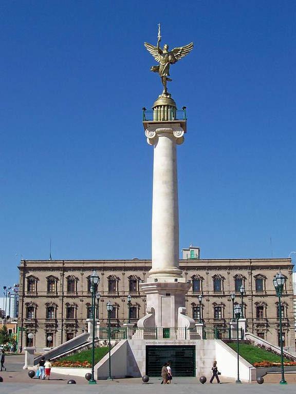 <p>Angel of Liberty at Plaza Mayor in Chihuahua</p>