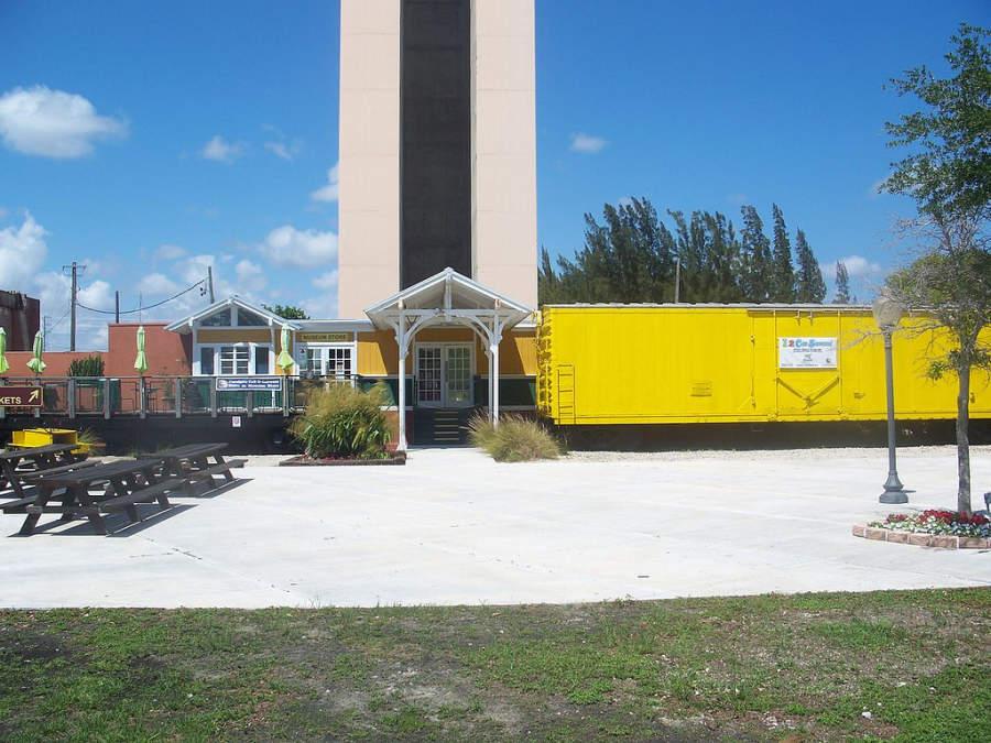 <p>Vista exterior del Museo del Ferrocarril de la Costa de Oro en Miami</p>