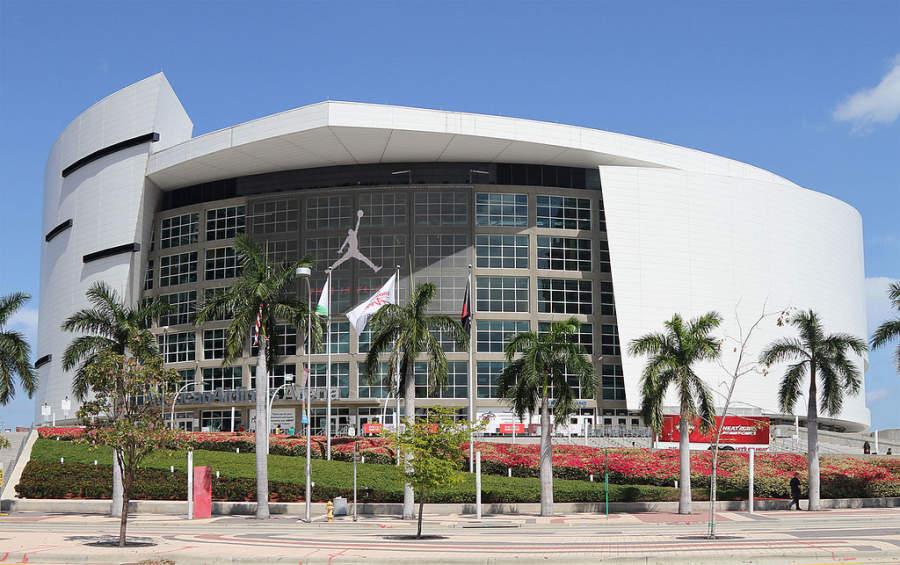 <p>Pabellón deportivo AmericanAirlines Arena en Miami</p>