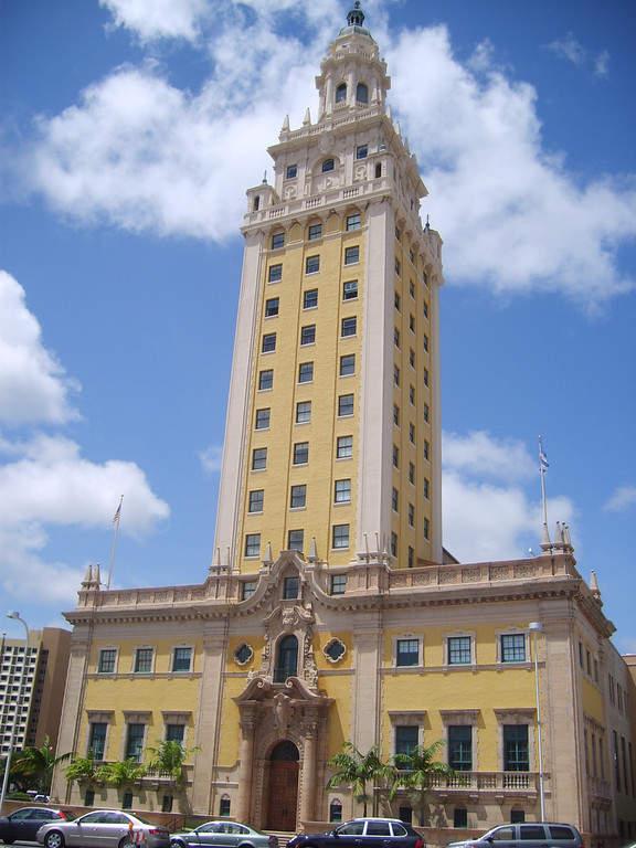 <p>Fachada de la Torre de la Libertad en Miami</p>