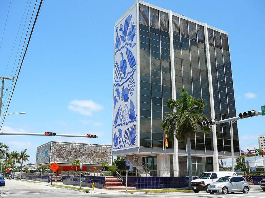 <p>Fachada del edificio Bacardi en Miami</p>