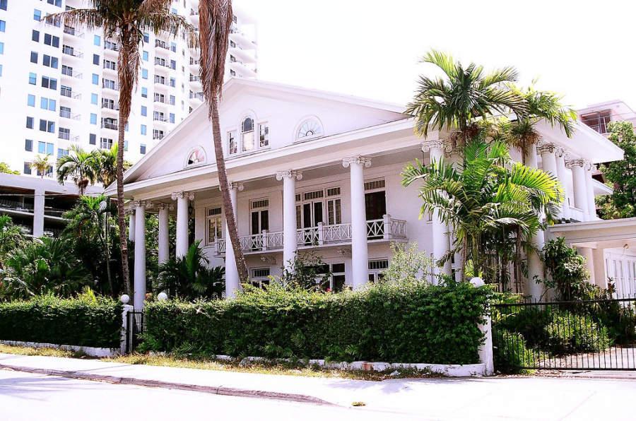 <p>Fachada de la casa Warner en Miami</p>