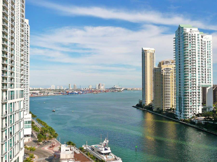 <p>Construcciones a orillas del río Miami</p>