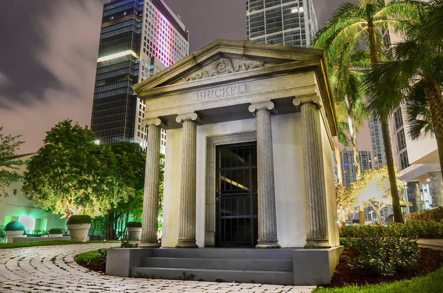<p>Fachada del Mausoleo de Brickell en Miami</p>