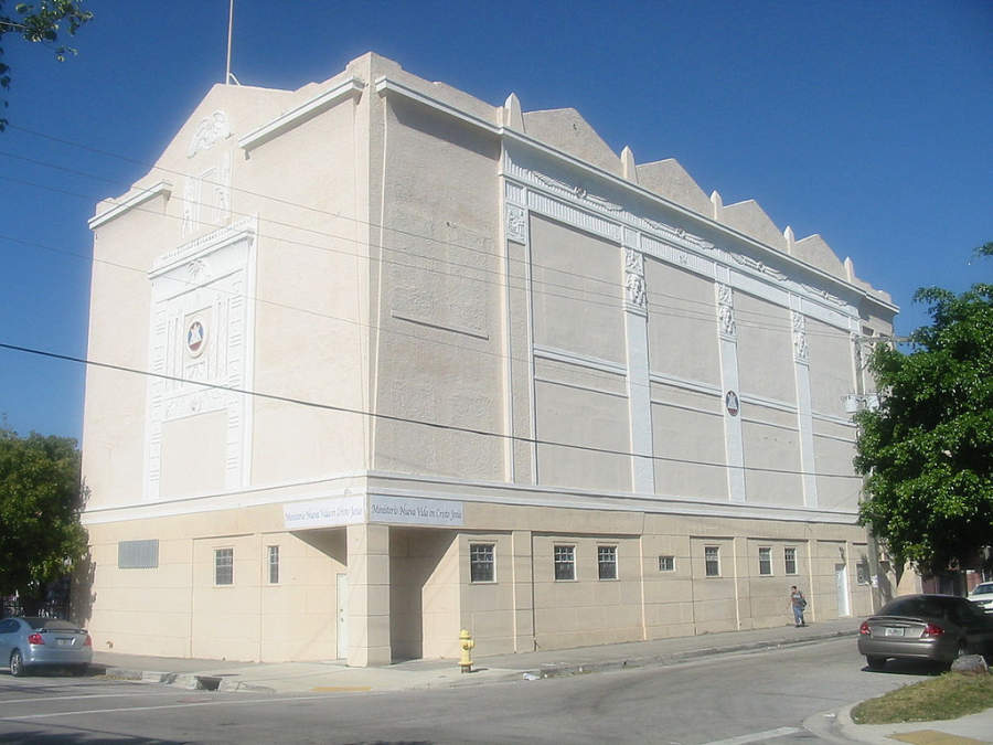 <p>Fachada del edificio Egyptian Revival Masonic Hall en Miami</p>