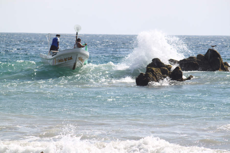 <p>Puerto Escondido is a city with fishing activity</p>