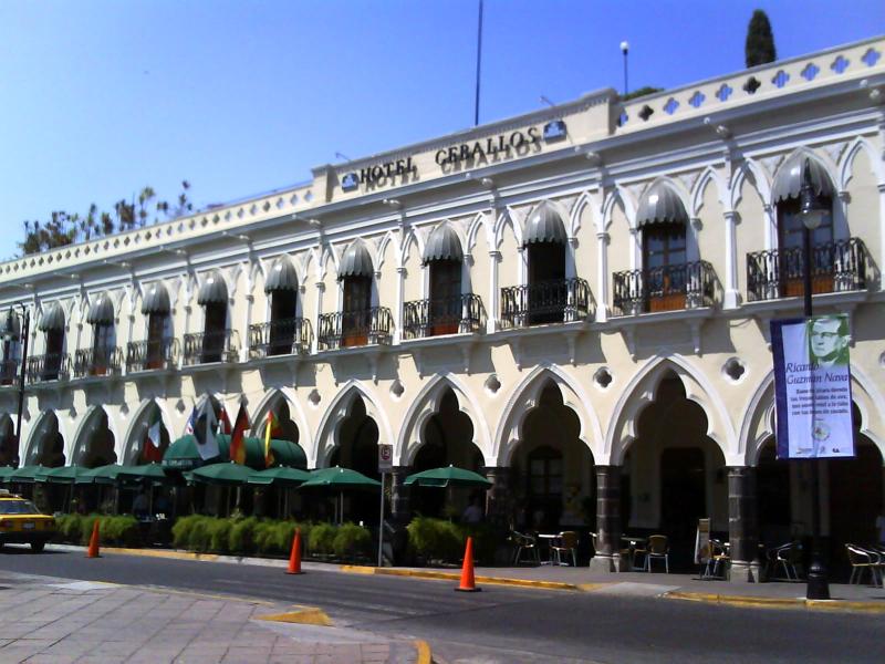 <p>Portals in the historic center of Colima</p>